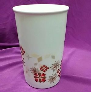 NWOT WINTERY SNOWFLAKES  TALL COFFEE CUP